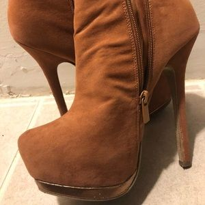 Shoes - Stiletto Tan Booties Brown/Gold